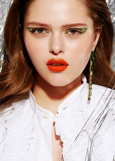Eyes: Sparkles Emerald Green  Lips: Concrete Mandarin + Metallized Gold Green Lips, Party Makeup, Emerald Green, Sparkles, Makeup Ideas, Concrete, Sequins, Make Up, Eyes