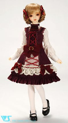 Darn it Volks, why can't you do what DollHeart's been doing with doll AND people sized clothing? I want this Gothic Lolita dress me-sized. =TwT=