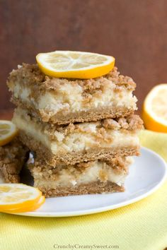Creamy Lemon Crumb Bars - - These look so yummy!