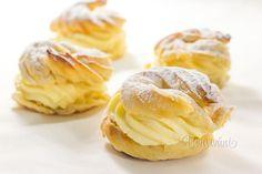Vaječné venčeky z odpaľovaného cesta máme doma všetci radi. Krém na venčeky môže byť pudingovo-šľahačkový, pudingovo-maslový, alebo pudingovo-tvarohový. Základom je v mlieku uvarený zlatý klas a primiešané buďto maslo vyšľahané s cukrom, alebo vyšľahaná šľahačka, alebo tvaroh s cukrom. V tomto recepte na venčeky je krém so šľahačkou. Tú môžete vymeniť za maslo, alebo jemný tvaroh. Sweet Recipes, Snack Recipes, Baked Goods, Garlic, Muffin, Food And Drink, Chips, Sweets, Bread