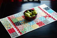 Moda Bake Shop: Simple Little Runner - charm pack table runner #modabakeshop #modafabrics #lovepinwin