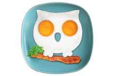 Owl Egg Ring. Mould 2 eggs into attractive and fun egg art! Just place the mould in your frying pan, crack 2 eggs into the frame and soon you'll be having a hoot of a breakfast!  Made from food grade silicon.