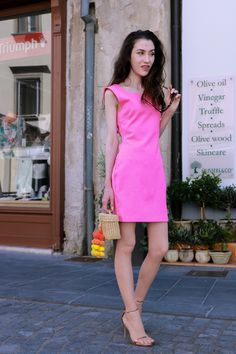 Fashion Blogger Veronika Lipar of Brunette from Wall Street sharing how to wear pink in 2020 #springsummer #summerdress #barbie