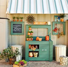 Potting Bench Ideas with Free Building Plans - Tuesday {ten This is the cutest work area! ( from Lowe's Creative Ideas )This is the cutest work area! ( from Lowe's Creative Ideas ) Potting Bench Plans, Potting Tables, Potting Sheds, Potting Soil, Garden Workshops, Garden Projects, Potting Station, Lowes Creative, Hanging Frames