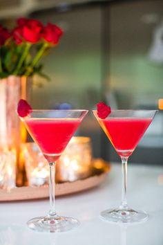 Hallon Daiquiri Hallon Daiquiri – – Recept, inspiration och livets goda – Cocktails and Pretty Drinks Cocktail Drinks, Cocktail Recipes, Cocktails, Drink Recipes, Cosmopolitan Drink, Desert Bar, Daiquiri, Refreshing Drinks, Pomegranate