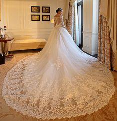 Modern V-Neck Appliques Beading Chapel Train Wedding Dress