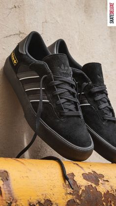 Timeless design and clean silhouette - get the new Matchbreak Super from adidas Skateboarding! Skate Shoe Brands, Skate Shoes, New Skate, Shoe Releases, Nike Sb, Skateboarding, Timeless Design, Adidas Sneakers, Vans