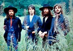 The Beatles' final photography session, Tittenhurst Park, 22 August 1969 Harry Benson, Historia Do Rock, John Lennon And Yoko, Les Beatles, Beatles Bible, Poses Photo, Linda Mccartney, Beatles Photos, We Will Rock You