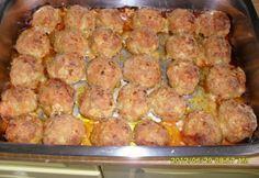 Tepsiben sült fasírtgolyók Meat Recipes, Cooking Recipes, Roasted Pork Tenderloins, Hungarian Recipes, Pork Roast, International Recipes, Meatloaf, Food Pictures, Tapas