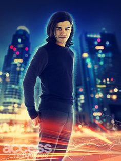 The Flash - Caitlin works alongside Carlos Valdes' Cisco Ramon.