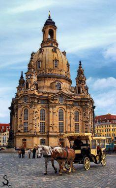 Mit der Pferdekutsche durch die Altstadt von #Dresden, vorbei an der #Frauenkirche