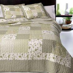 Colcha 100% algodon con diseño patchwork en tonos verdes. Tejido natural agradable al tacto.