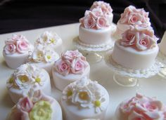 Mini cakes....great take away gift for your guests!