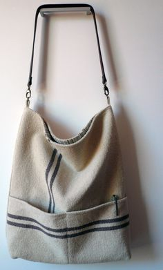 European grain sack bag and market tote Couture Cuir, Fabric Bags, Canvas Fabric, Sack Bag, Creation Couture, Linen Bag, Casual Bags, Cotton Bag, Cloth Bags