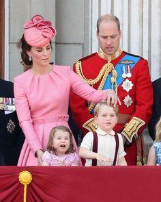 Kate Middleton, Prince William, Princess Charlotte, Prince George - Kate Middleton Photos - Trooping the Colour 2017 - Zimbio Princesa Real, Princesa Diana, Prince And Princess, Princess Of Wales, Lady Diana, Duchess Kate, Duchess Of Cambridge, Trooping The Colour, Prince William And Catherine