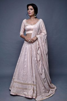 Looking for a Chikankari Lehenga for your wedding? Don't know what it costs or which designer to go to. Check out the best chikankari lehengas with PRICE. Indian Bridal Lehenga, Indian Bridal Outfits, Indian Designer Outfits, Designer Dresses, Bridal Dupatta, Indian Gowns Dresses, Pakistani Dresses, Bridal Dresses, Party Dresses