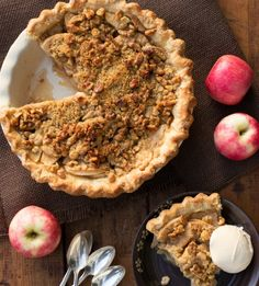 Apple-walnut-streusel-pie-crop