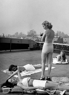 Hopeful Hollywood starlets sunbathing on rooftop of building in LA, 1946