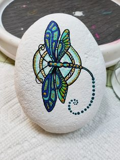 Best Easy Painted Rocks Ideas For Beginners (Rock Painting Inspirational & Stone. - Best Easy Painted Rocks Ideas For Beginners (Rock Painting Inspirational & Stone Art) - Dragonfly Painting, Dragonfly Art, Pebble Painting, Dot Painting, Pebble Art, Stone Painting, Rock Painting Ideas Easy, Rock Painting Designs, Paint Designs