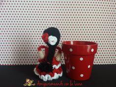flamenca_amigurumi Planter Pots, Lily, Crochet, Tableware, Crochet Animals, Hobbies, Amigurumi Patterns, Flamingo, Manualidades