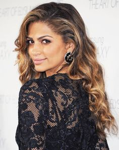 It's Camila Alves's Birthday! Let Us Toast to Stylish Celebrity Couples Celebrity Hairstyles, Up Hairstyles, Pretty Hairstyles, Beautiful Hair Color, Beautiful Black Women, Beautiful People, Curly Hair Cuts, Curly Hair Styles, Long Curly Haircuts