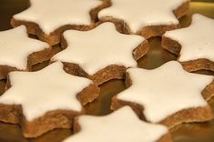 Zimtsterne for chocolate chips for chocolate chips and peanut butter for chocolate chips cookies Star Cookies, Holiday Cookies, Holiday Desserts, Holiday Baking, Christmas Baking, Holiday Recipes, Christmas Recipes, Cinnamon Sugar Cookies, Almond Cookies