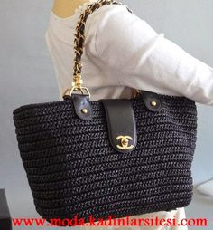 Chanel Straw Tote this is for stac i buy 1 day for her Tote Bag Chanel, Chanel Handbags, Purses And Handbags, Tote Bags, Crochet Handbags, Crochet Purses, Crochet Bags, Fashion Bags, Women's Handbags