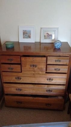Large and elegant Edwardian chest of draweers with top hat drawer