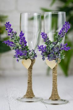 special glasses Hochzeitsmotto Lavender Wedding Flutes, Personalized Champagne Flutes, Toasting Flutes for Bride and Groom, Rustic Wedding Botanical Country wedding, Wedding Champagne Flutes, Wedding Glasses, Wedding Gifts For Bride, Bride Gifts, Wedding Ideas, Wedding Themes, Free Wedding, Budget Wedding, Wedding Locations