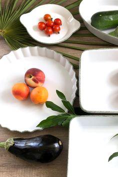 REMI est une ligne très complète pour cuisiner et aussi pour servir joliment à table : plats à four, moule à tarte, plat à welsh, plats de service de forme carré ou rectangulaire, vous trouverez forcément celui qui vous fera plaisir. La sobriété du décor est voulue pour affirmer le côté chic, pratique et intemporel.  #plat #vaisselle Wild Nature, Four, Welsh, Panna Cotta, Chic, Ethnic Recipes, Table, Kitchen Dishes, Mussels