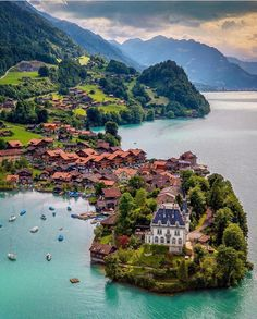 Flying above Lake Brienz , Switzerland . Romantic Destinations, Travel Destinations, Dream Vacations, Vacation Spots, Places To Travel, Places To See, Wonderful Places, Beautiful Places, Beautiful Live