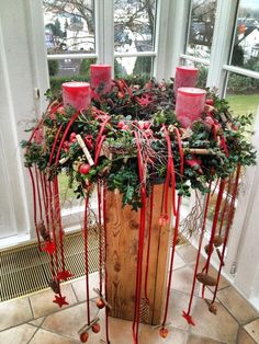 Weihnachten & The post Weihnachten & appeared first on Dekoration. Christmas Flowers, Noel Christmas, All Things Christmas, Christmas Wreaths, Christmas Ornaments, Advent Wreaths, Christmas Arrangements, Floral Arrangements, Xmas Crafts