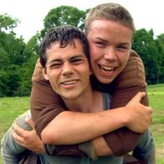Dylan O'Brien & 'Maze Runner' Cast Reveal Biggest Prankster on Set in This DVD Exclusive – Watch Now! Gally Maze Runner, Dylan O'brien Maze Runner, Maze Runner Funny, Maze Runner Thomas, Maze Runner Cast, Maze Runner Movie, The Maze Runner Minho, Maze Runner Trilogy, Maze Runner Series