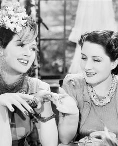 Roz Russell and Norma Shearer. The Women.