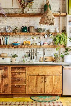 Lovely Bohemian Kitchen Decor Ideas That You Will Like 01 Farmhouse Style Kitchen, Modern Farmhouse Kitchens, Home Decor Kitchen, Rustic Kitchen, Country Kitchen, Kitchen Interior, New Kitchen, Cool Kitchens, Kitchen Modern