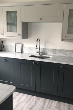 Two tone Pebble and Castlerock shades of grey and a breathtaking marble worktop make up this Shaker Ermine kitchen ❤️ The glass display cabinets are perfect for showcasing your favourite glasses and vintage china 🥂 Wren Kitchen, Kitchen Remodel, Kitchen Design, Open Plan Kitchen Living Room, Kitchen Plans, Shaker Style Kitchens, Kitchen Cabinets Color Combination, Kitchen Styling, Kitchen Worktop