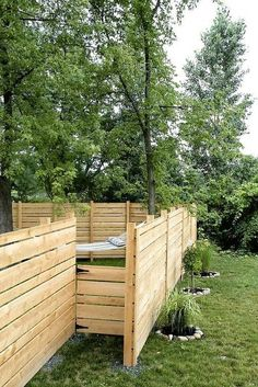 Wooden DIY Pallet Fence Design Ideas For Small Backyard - GetDesignIdeas Wood Pallet Fence, Diy Fence, Fence Landscaping, Fence Gate, Fence Ideas, Horse Fence, Pallet Planters, Fence Planters, Rustic Fence