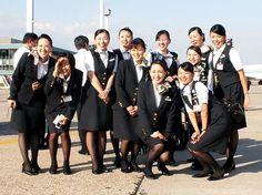 JAL cabin attendants 客室乗務員 キャビンアテンダント - World stewardess Crews                                                                                                                                                                                 もっと見る