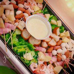 アルミ皿でチーズフォンデュ Cheese Fondue on a Hot Plate Grill Yams, House Party, Japanese Food, Finger Foods, Cobb Salad, Grilling, Food And Drink, Menu, Cooking Recipes