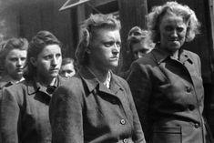 German women of the SS concentration camp Bergen-Belsen Bergen, Rare Historical Photos, German Women, Military History, World War Two, Wwii, Beast, Twitter, April 21