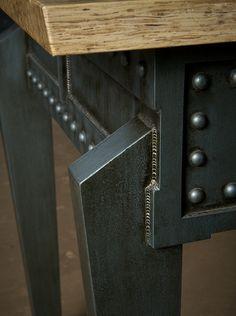 Loose Cannon (case-leg detail)