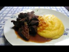 Spezzatino con guanciale di manzo, un piatto succulento alla portata di tutti. Una delizia della cucina italiana, un secondo piatto di carne succulenta, cott...