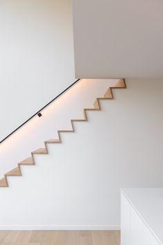 De Z-trap, naadloos en zonder schaduwvoegen Luxury Modern Homes, Luxury Home Decor, Wooden Staircase Design, Decoration Hall, Devon House, Stairs In Living Room, House Staircase, Modern Stairs, Ideas Geniales