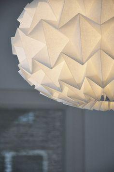Lampe en papier par le Studio Ssnowpuppe