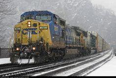 RailPictures.Net Photo: CSXT 7817 CSX Transportation (CSXT) GE C40-8W (Dash 8-40CW) at Harpers Ferry, West Virginia by Nathan Leonard