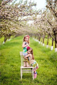 little girls in orchard.wish I had a location like this! Spring Family Pictures, Spring Photos, Fall Pics, Sibling Photography, Children Photography, Photography Ideas, Chair Photography, Manado, Sister Poses