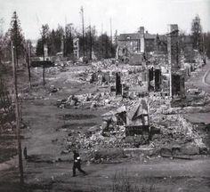 1918 The Finnish Civil War - Reds vs Whites Finnish Civil War, Photographs, Photos, Time Travel, Finland, Paris Skyline, Death, Historia, Cake Smash Pictures