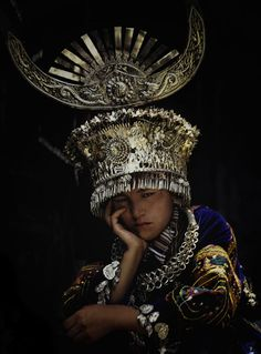 China | A tired Guizhou dancer © Vezio Paoletti