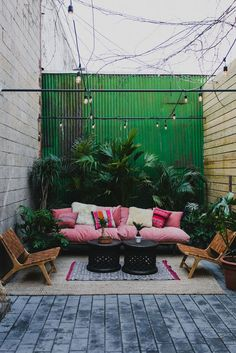 How often do you decorate your patio? Moving towards winter, its easy to ignore your patio. In fact, when it comes to decorating, its easy to neglect the outdoors; even though patios, porches and verandas take a regular beating from the elements. Patio Bohemio, Garden Inspiration, Design Inspiration, Exterior Design, Outdoor Gardens, Outdoor Furniture Sets, Furniture Decor, Furniture Design, Furniture Catalog