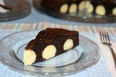 Prajitura de ciocolata cu bombite de branza si cocos (Chocolate cake with cheese and coconut bombs)